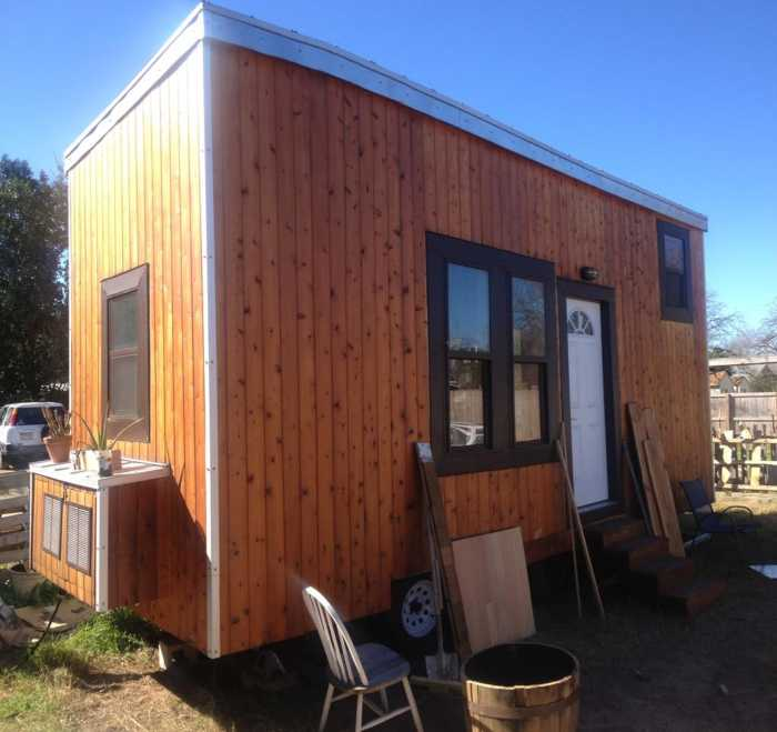 22 tiny cedar cabin the texan tiny house for rent in for Tinyhousedirect com