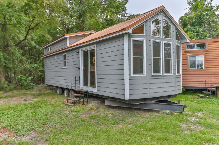 CLEARANCE PRICE! Beautiful Texas-built Park Model 399 sf - Park Model for  Sale in Conroe, Texas - Tiny House Listings