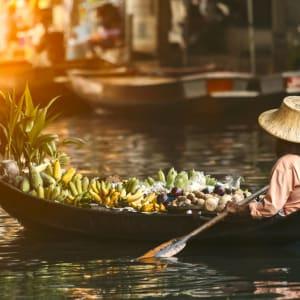 Ayutthaya & Mae Klong ab Bangkok: 1th-bangkok-schwimmender-markt-as-2021_243076100-stockphoto mania