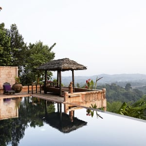 Ayutthaya & Mae Klong ab Bangkok: 1th-cei-phu-chaisai-view-pool-01-18
