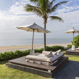 Ayutthaya & Mae Klong ab Bangkok: beach: Hua Hin Cape Nidhra Hotel Beach Cabanas