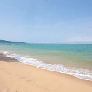 Ayutthaya & Mae Klong ab Bangkok: beach: Thailand La Vela Khao Lak Strand