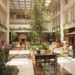 Ayutthaya & Mae Klong ab Bangkok: exterior: Bangkok Shangri-La Hotel Bangkok Lobby