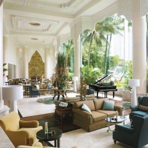 Ayutthaya & Mae Klong ab Bangkok: exterior: Bangkok Shangri-La Hotel Bangkok Riverside Lounge