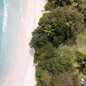 Anantara MAIA Seychelles Villas in Mahé:  Seychellen Maia Luxury Resort and Spa Strand