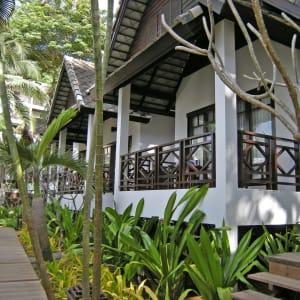 Ayutthaya & Mae Klong ab Bangkok: exterior: Thailand Ao Prao Resort Deluxe Bungalow
