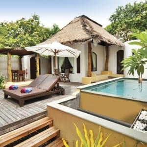 Ayutthaya & Mae Klong ab Bangkok: exterior: Thailand Paradee Resort and Spa Pool Villa Terrace