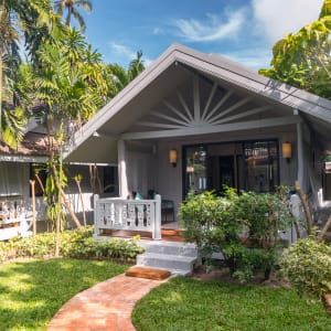 Ayutthaya & Mae Klong ab Bangkok: exterior: Thailand Paradise Beach Resort Villa Aussenansicht