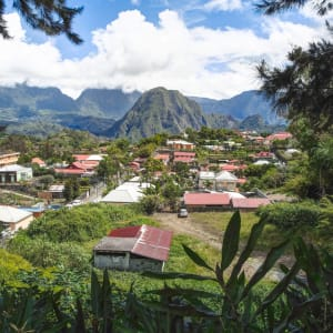 Höhepunkte La Réunion ab Küstenregion: La Réunion Hellbourg Häuser und Landschaft
