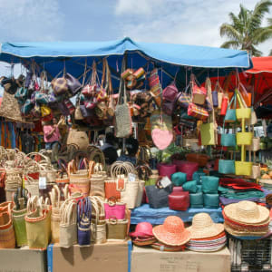 Höhepunkte La Réunion ab Küstenregion: Reunion St Gilles Marktstand