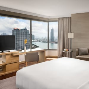 AVANI+ Riverside Bangkok Hotel:  Bangkok AVANI+ Riverside Bangkok Corner Suite