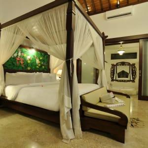 Puri Mas Beach Resort in Lombok:  Lombok Puri Mas Reach Resort Jacuzzi Villa