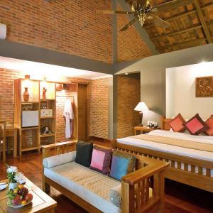 Pilgrimage Village in Hue:  Vietnam Pilgrimage Village Deluxe Zimmer