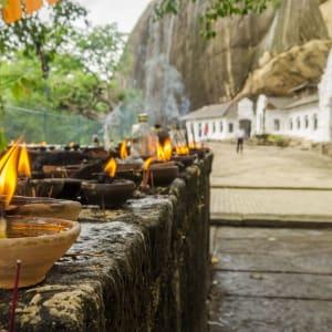 Auf neuen Wegen ab Colombo: Sri Lanka Dambulla Golden Temple