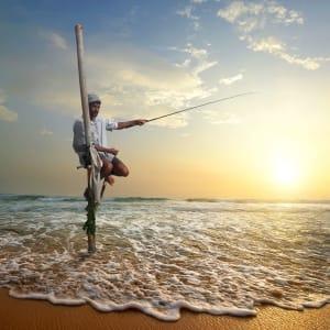 Glitzernder Perlen- & Blumenzauber ab Malediven: Sri Lanka Traditioneller Fischer