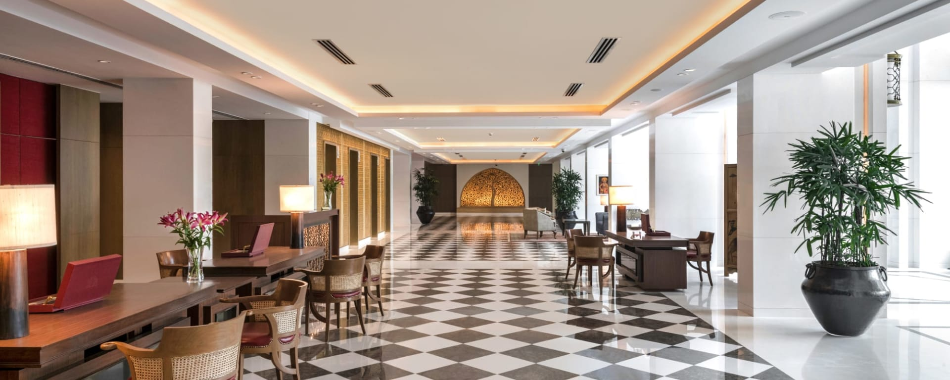 The Oberoi New Delhi: The Oberoi New Delhi Lobby
