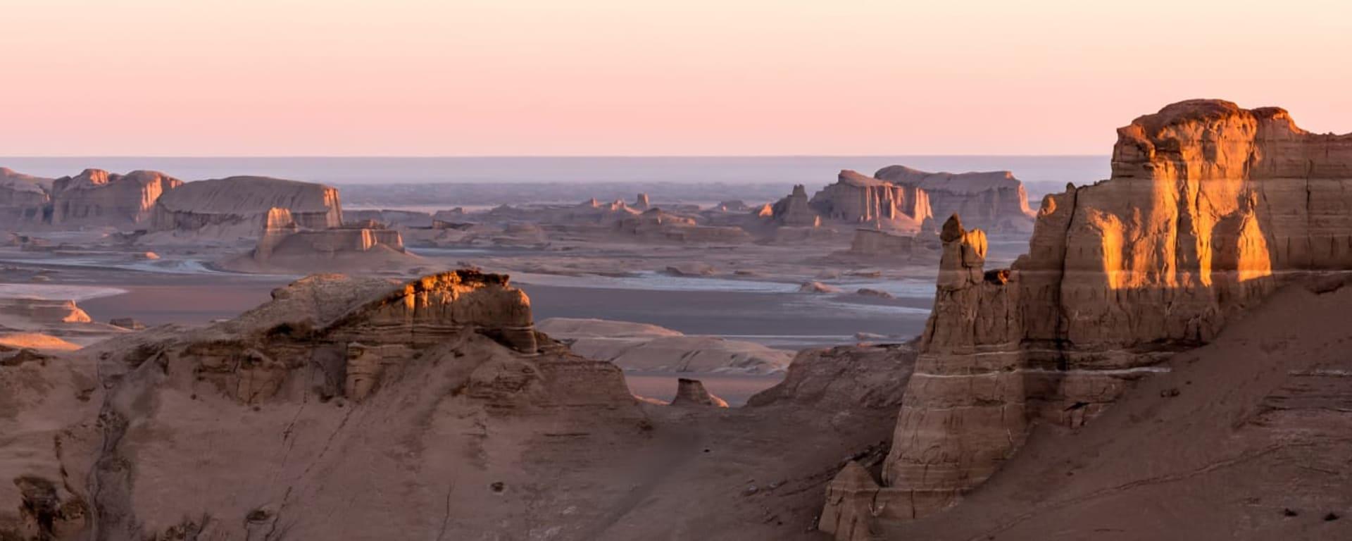 Iran entdecken mit Tischler Reisen: Iran Kaluts in der Dasht e Lut Wüste
