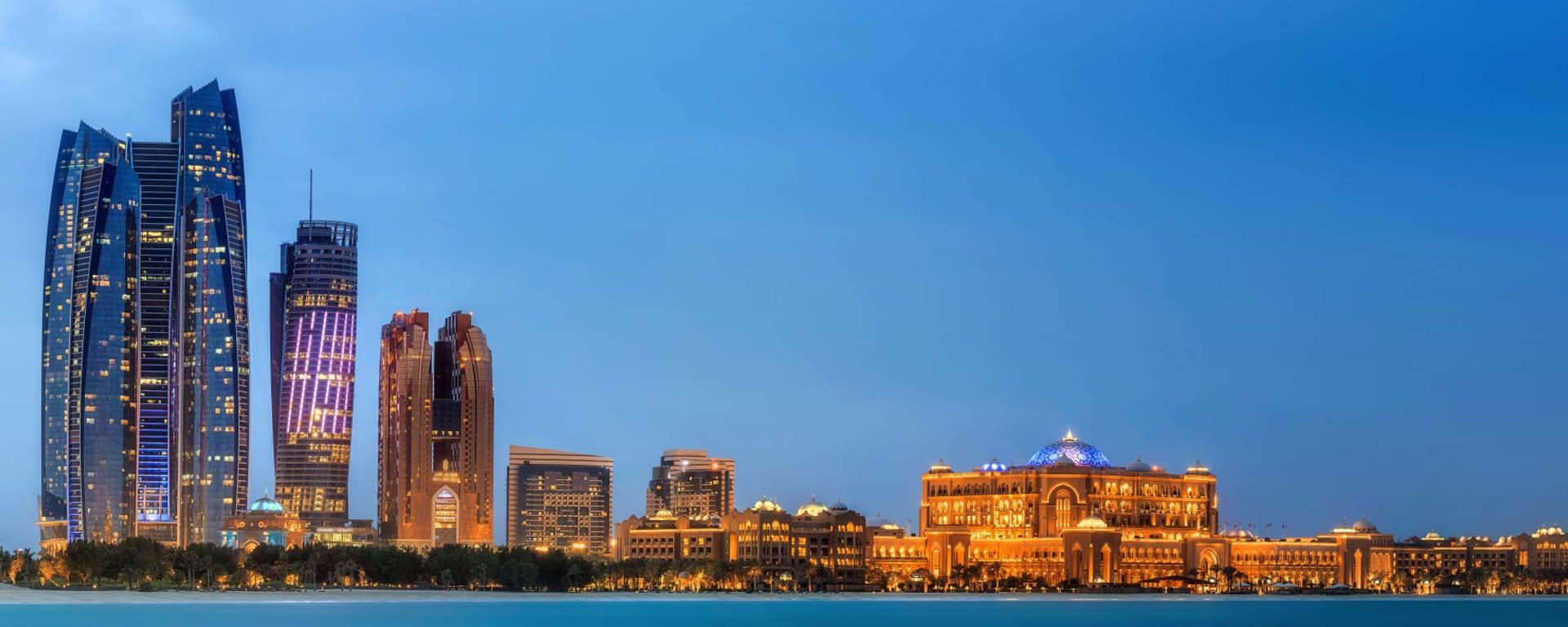 Vereinigte Arabische Emirate entdecken mit Tischler Reisen: Abu Dhabi Panorama Emirates Towers