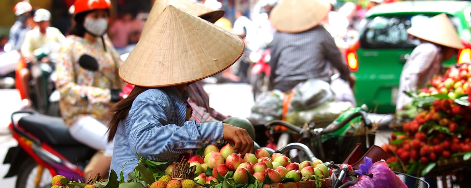 Höhepunkte Vietnams ab Hanoi: Vietnam Strassenverkaeufer