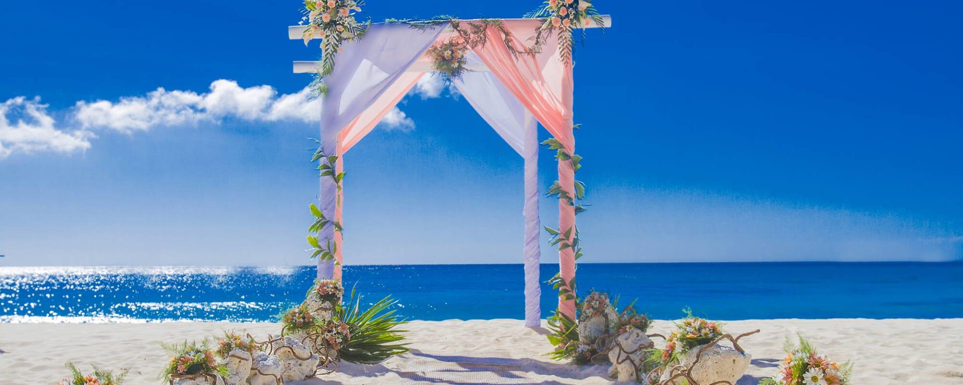 Mauritius entdecken mit Tischler Reisen: Mauritius Strand Hochzeit