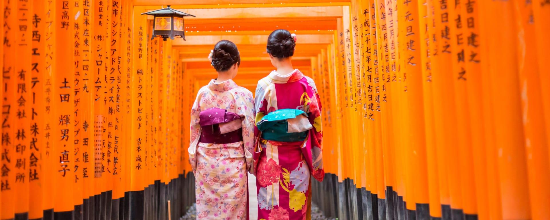 Japan entdecken mit Tischler Reisen: Japan Kyoto Geishas am Fushimi Schrein