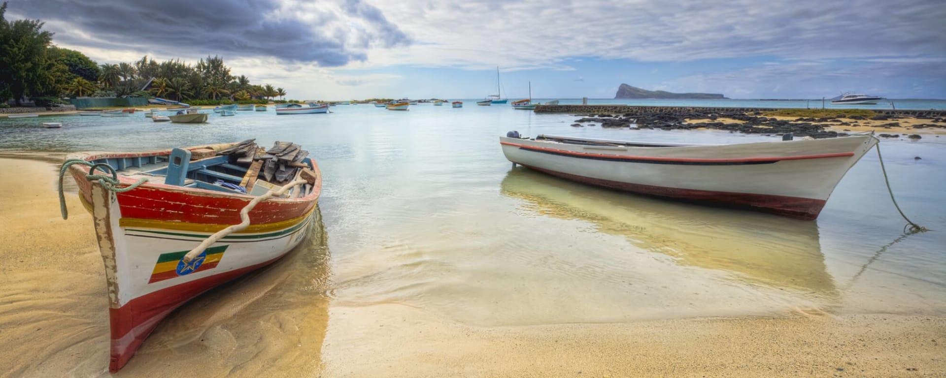 Mauritius entdecken mit Tischler Reisen: Mauritius Strand Boote