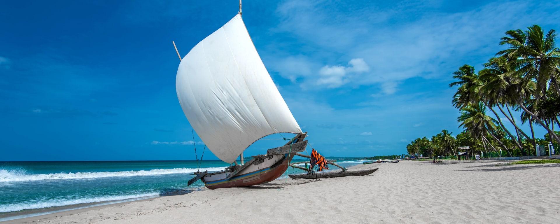 Sri Lanka entdecken mit Tischler Reisen: Sri Lanka Strand Trincomalee