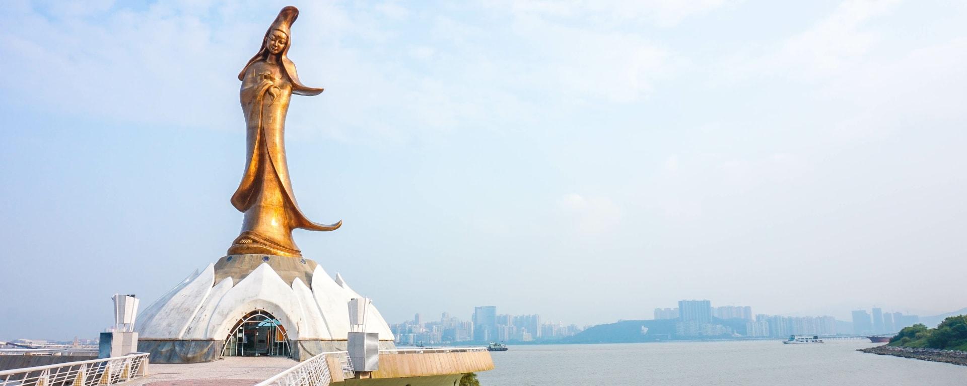 Macau entdecken mit Tischler Reisen: Macau Statue Kun Lam