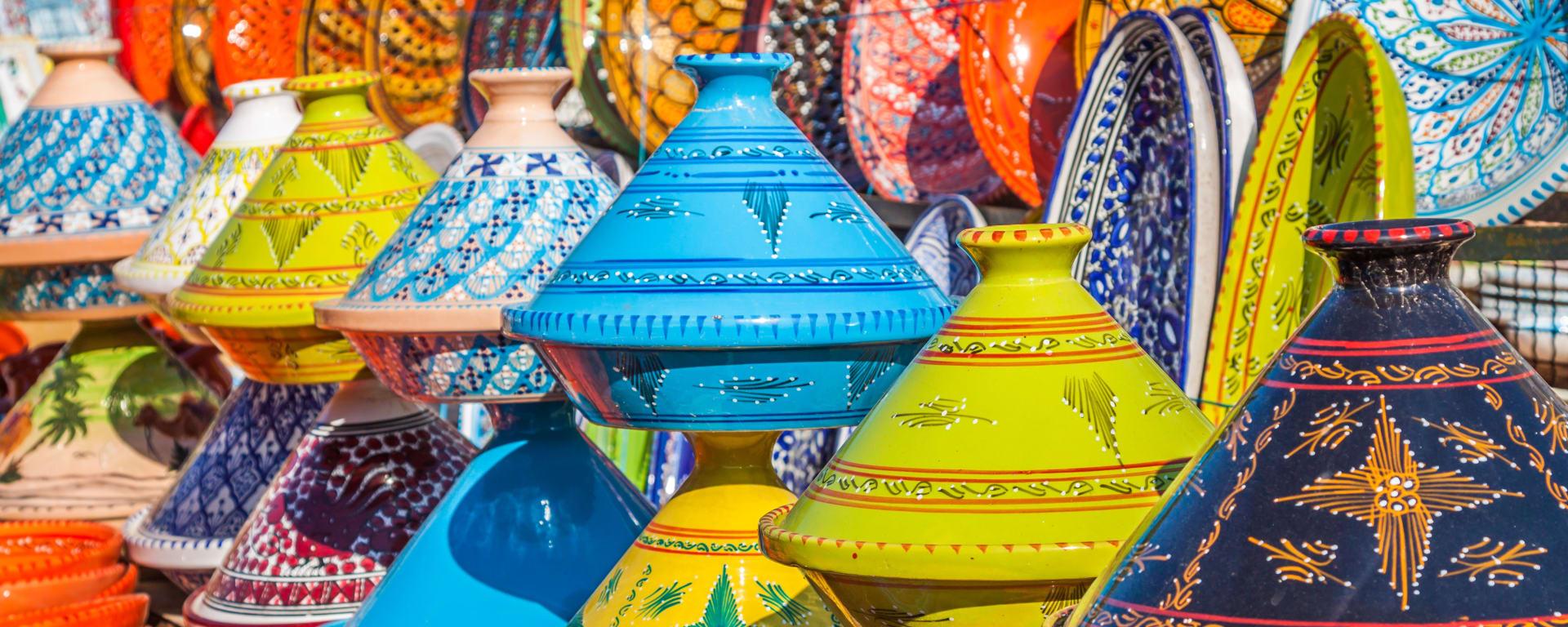 Marokko entdecken mit Tischler Reisen: Marokko Marrakesch Markt Tajines