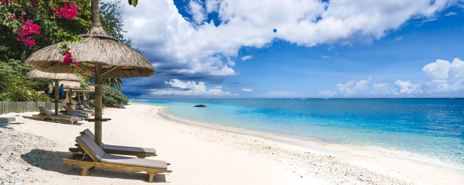 Mauritius entdecken mit Tischler Reisen: Mauritius Strand Meer