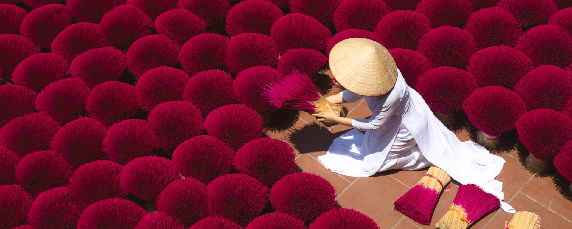 Vietnam entdecken mit Tischler Reisen: Vietnam Hue Räucherstäbchen