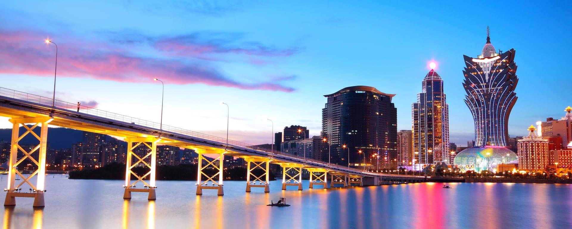 Macau entdecken mit Tischler Reisen: Macau Stadtansicht Brücke