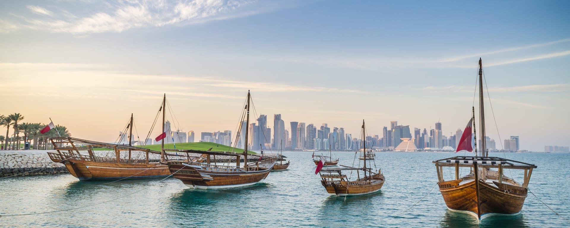 Qatar entdecken mit Tischler Reisen: Qatar Doha Skyline Dhaus