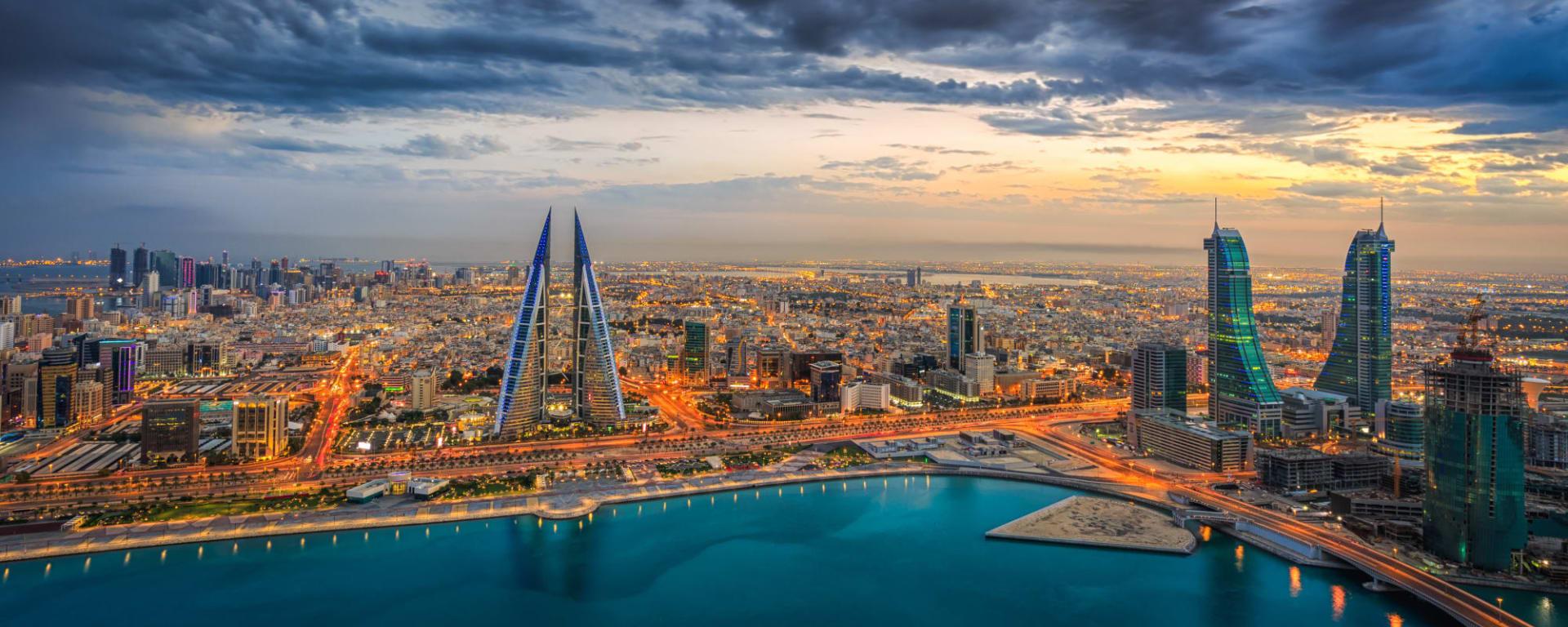 Bahrain entdecken mit Tischler Reisen: Bahrain Manama Sonnenuntergang