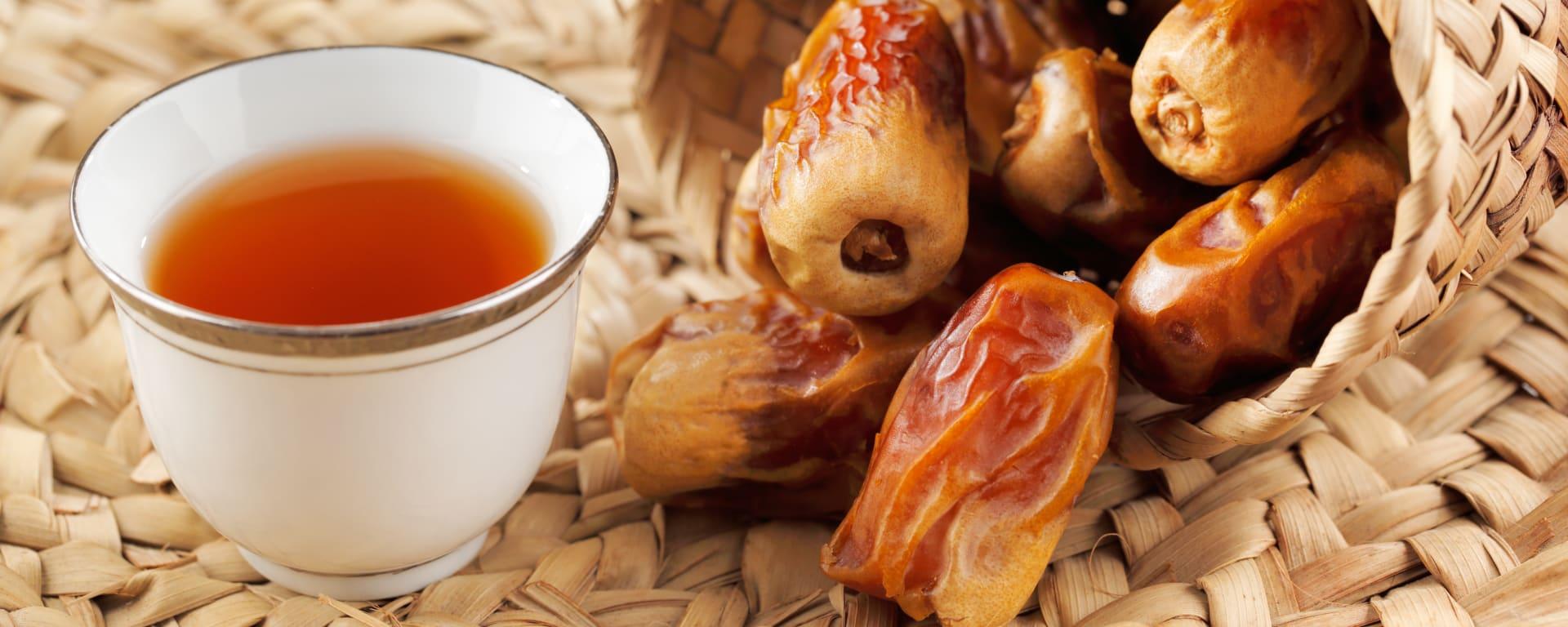 Oman entdecken mit Tischler Reisen: Oman Datteln und Tee