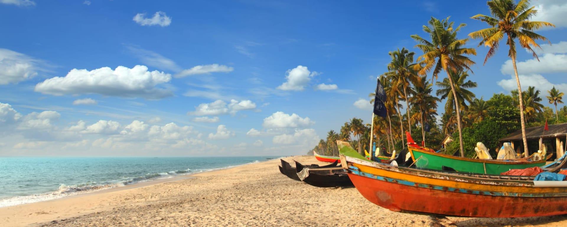 Indien entdecken mit Tischler Reisen: Indien Goa Strand Fischerboote