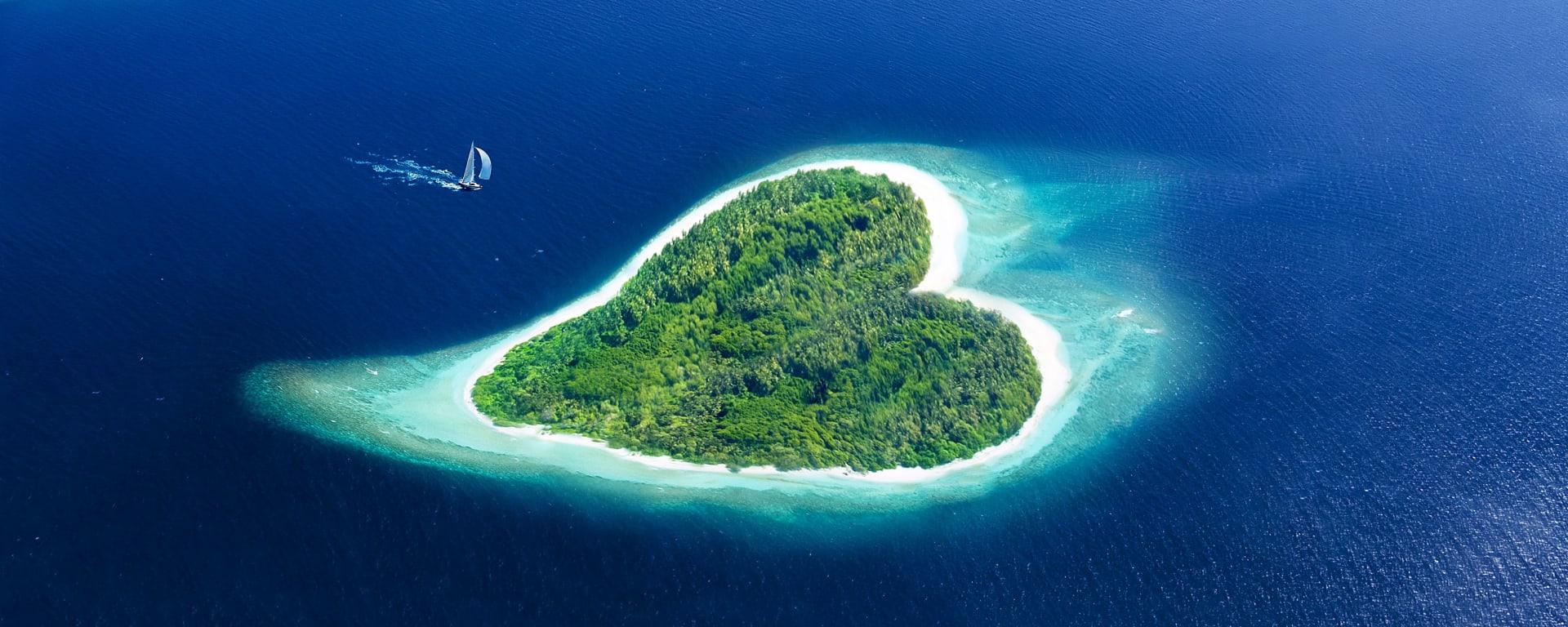 Malediven entdecken mit Tischler Reisen: Malediven Insel Herzform