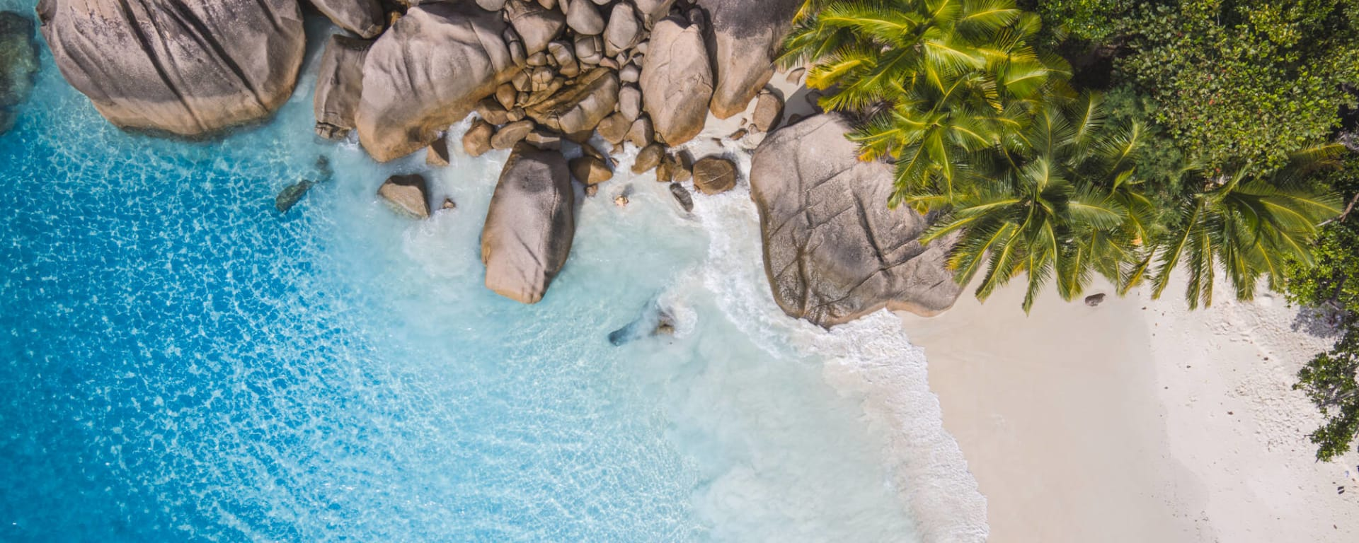 Seychellen entdecken mit Tischler Reisen: Seychellen Strand Felsen