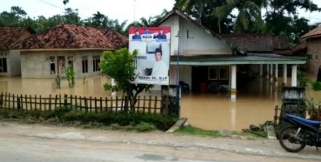 Banjir Rendah Puluhan Rumah dikampung Negara Ajitua