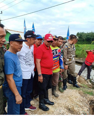 Loekman Beri Bantuan Korban Banjir di Kampung Negara Aji Tua