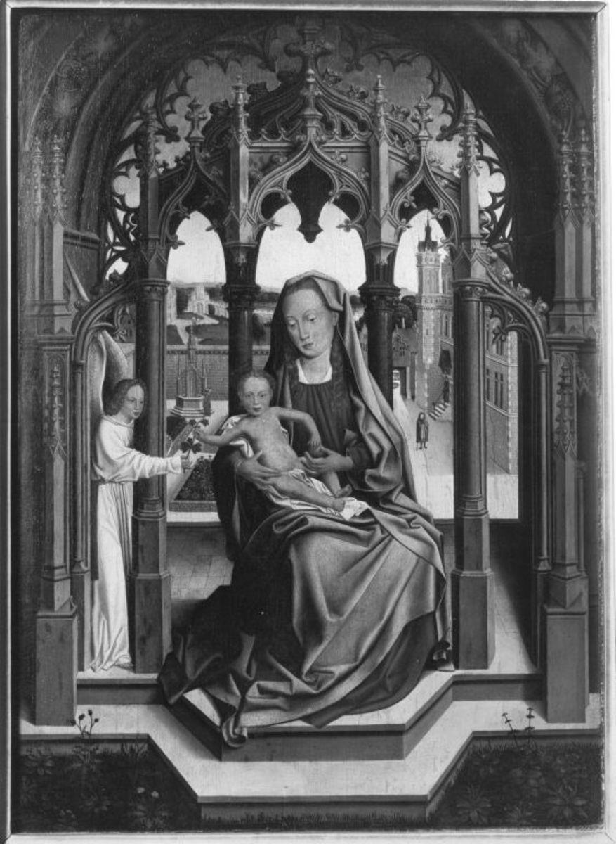 Maria mit Kind in einem steinernen Tabernakel