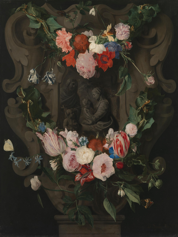 Blumengewinde um ein Steinrelief mit der Heiligen Familie und dem Johannesknaben