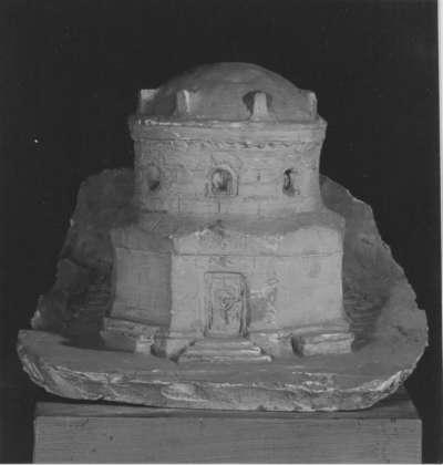 Modell für ein Mausoleum der Familie Arthur von Schnitzler auf Gut Klink