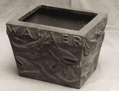 Gefäß mit Reliefs der Vier Elemente Wasser, Feuer, Erde, Luft