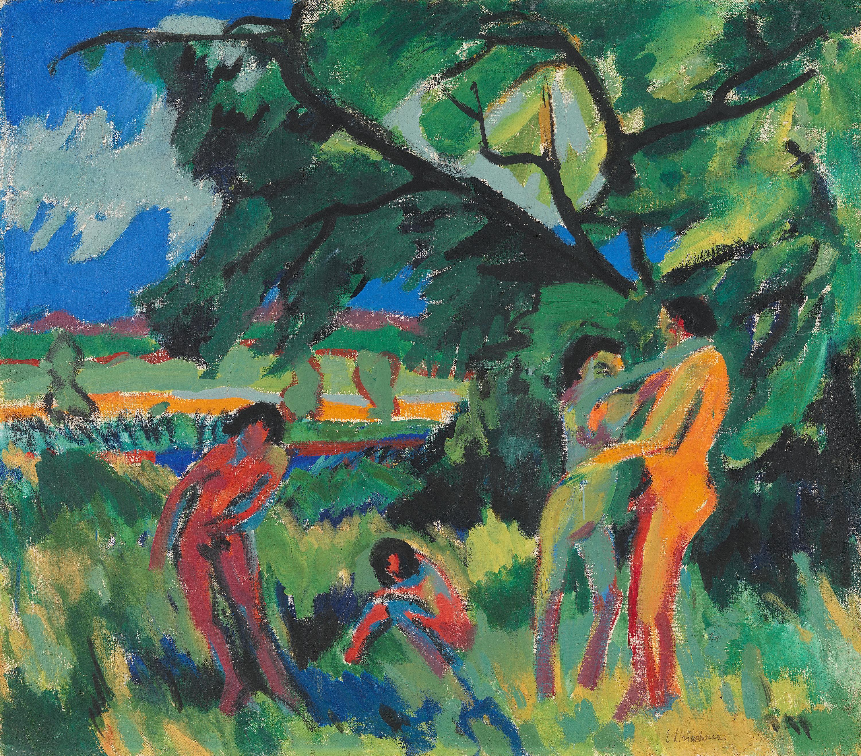 Spielende nackte Menschen unter Baum
