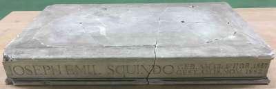 Plinthe zur Bildnisbüste des Malers Emil Squindo