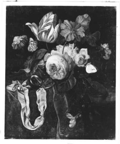 Blumenstillleben mit Uhr, Schmetterlingen und Insekten