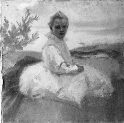 Kind im Grase sitzend