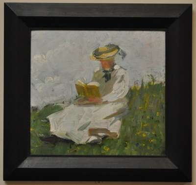 Lesende Frau im Grünen
