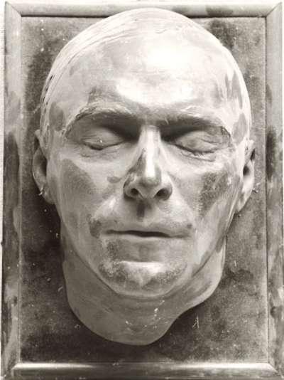 Totenmaske eines Mannes